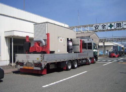 図2 阿蘇工場に発電機車を集めて電源を確保。東日本大震災で経験した計画停電の影響から、東京応化工業のBCPでは迅速な給電復旧の重要性を盛り込んでいた(写真:東京応化工業)