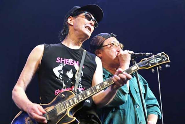 鮎川誠(左)と石橋凌