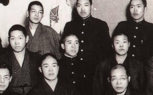 熊本高工時代の筆者(後列左端)、その左前が松前君