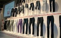 日経産業地域研究所の2010年ファッションブランド意識調査で「ユニクロ」の人気度は女性と20代で1位