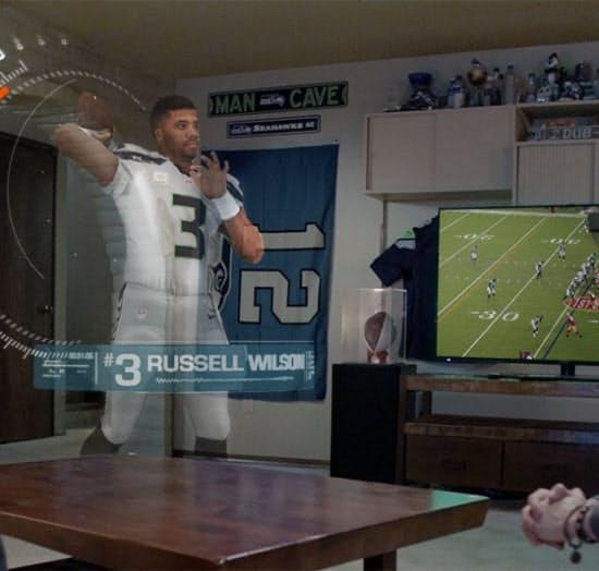 自宅で観戦しているのに、選手がすぐ目の前に現れてプレーする。そんな夢のようなスポーツ観戦の未来像を、マイクロソフトはホロレンズで提示した(図:Microsoft)
