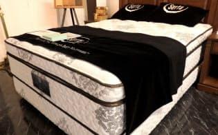 海外からの旅行客は厚みのあるベッドを好むという(ドリームベッドのマット)