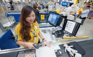 イケア・ジャパンは全社員を正社員とし、同一労働同一賃金を実現した。写真は野口靖恵さん(写真:新関雅士)