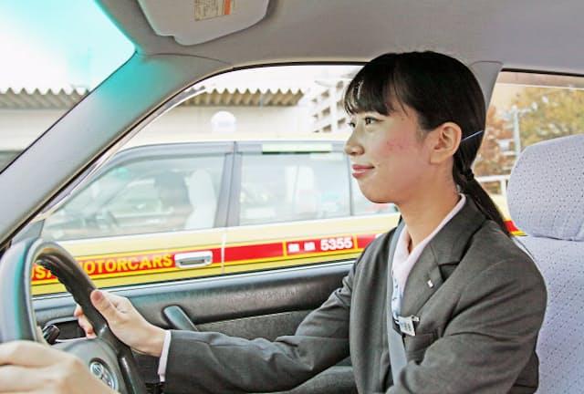 国際自動車では新卒の女性ドライバーも増えている=同社提供