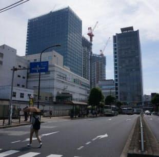 再開発ビルの建設が進む目黒駅前(写真:赤坂麻実)