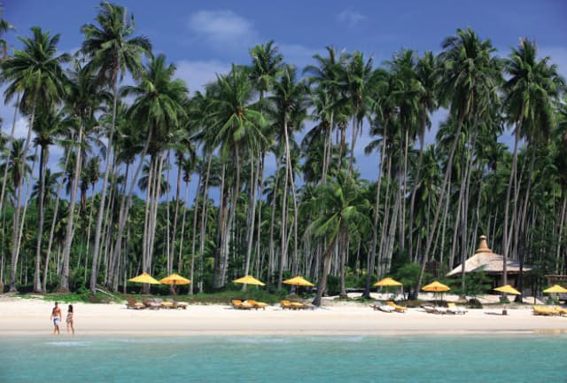 抜群の透明度を誇るプライベートビーチ