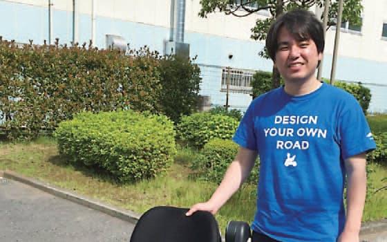図2 WHILLの最高技術責任者の福岡宗明氏。電動車いす型モビリティーの開発には日本の中小企業の支援が欠かせなかった