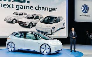 図1 パリモーターショーはEV一色に。VWは新型のEVコンセプト車「I.D.」を初披露