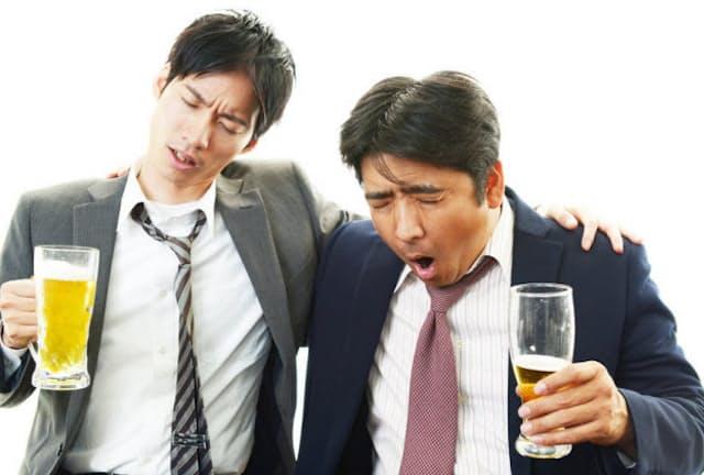 お酒の飲み過ぎは男性ホルモンを低下させるという情報がネットなどで書かれているが、これは本当だろうか(c)Shojiro Ishihara -123rf