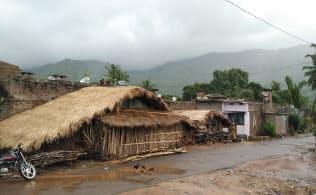 広大なインドの隅々まで電気や水道などインフラを整備するのは難しい(南東部アンドラプラデシュ州シリカクラムの風景)
