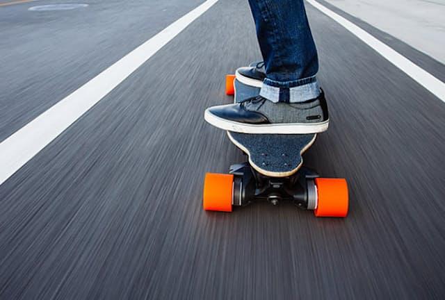 米国で人気の電動スケートボード「Boosted Board」