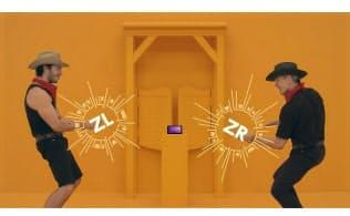 任天堂Switchでは画面を見ずに遊ぶゲームもある。これは『1-2-Switch』に含まれる早撃ち対戦「Quick Draw」。(c)2017 Nintendo