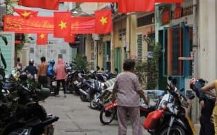 ベトナムに進出する日本企業が増えており、現地に住む日本人は売り手市場だ(ホーチミンの旧正月の風景)