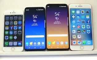 ライバルのiPhone(両端)と比べて、画面サイズは一回り大きい