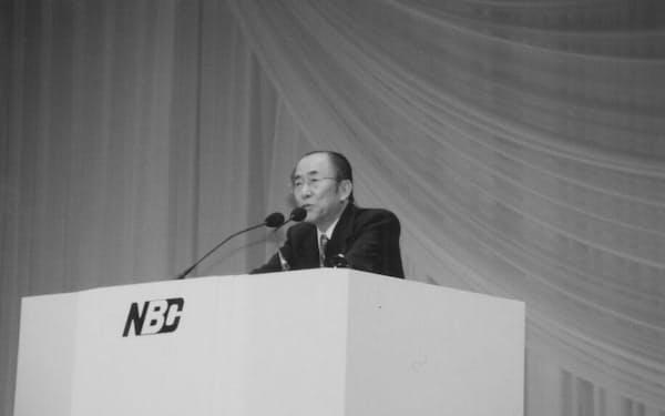 ニュービジネス協議会の会長に就任し、あいさつする筆者(94年)