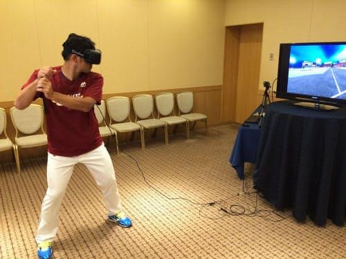 東北楽天ゴールデンイーグルスの今江年晶選手がトレーニングに活用している様子。HMD「Oculus Rift」を装着(写真:NTTデータ)