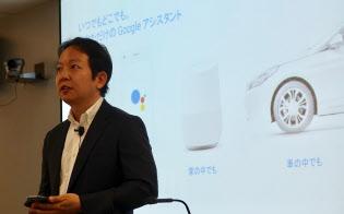 グーグルアシスタントを発表するグーグルの徳生裕人製品開発本部長