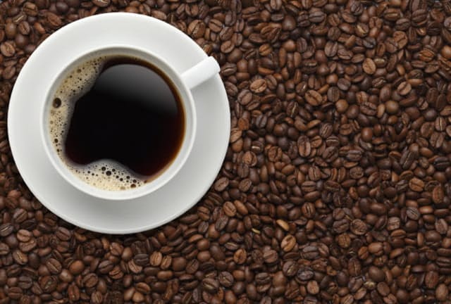 コーヒーを多く飲むと、カフェインを多く摂取することになる。カフェインのとり過ぎはカラダに悪影響を及ぼすのではないだろうか。果たして、コーヒーの適量とは?(c)TAKASHI HONMA -123rf