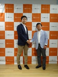 マネーフォワードの辻庸介社長(右)とMF KESSAIの冨山直道代表