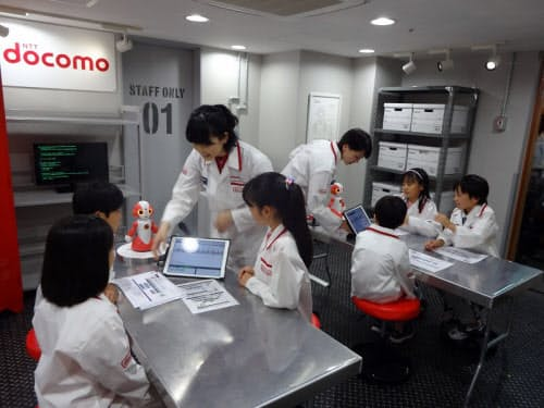 NTTドコモがキッザニアにロボットプログラミングの体験施設をオープン。写真はキッザニア東京の様子