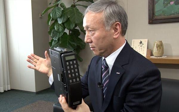 日本電信電話公社時代にショルダーホン開発に携わったNTTドコモの加藤薫取締役相談役
