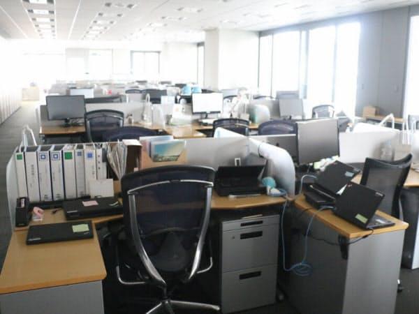2017年7月24日朝8時30分過ぎのノボ ノルディスク ファーマの東京・丸の内の本社オフィスの様子。通常なら、数人は出社しているオフィスもこの日はゼロ。電気もついていない