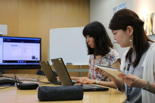 本社の会議室にいる派遣社員とは、画面で資料を共有しながらミーティングを進めていた