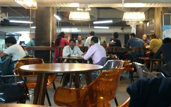 インドの主要都市には様々なエリアから人々が集まる(2017年7月、ハイデラバードにある起業支援施設)