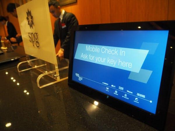 対応ホテルではフロントに専用カウンターを設け、迅速に鍵を受け取れるようにしている(画像提供:横浜ベイシェラトンホテル)