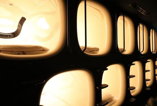 旧来のカプセルホテルより格段にスタイリッシュなナインアワーズの宿泊スペース