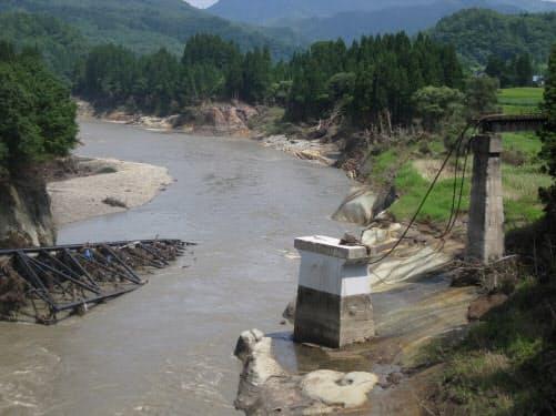 2011年の新潟・福島豪雨で桁が流失したJR只見線の第7只見川橋りょう。11年8月に撮影(写真:福島県)