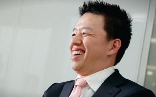 高田旭人(たかたあきと)氏。2002年に東京大学教養学部を卒業し、野村證券に入社。04年にジャパネットたかた社長室室長に就任、その後、ジャパネットコミュニケーションズ社長。ジャパネットたかた専務や副社長などを経て、15年からジャパネットホールディングス社長兼ジャパネットたかた社長(現職)(写真:村田和聡)