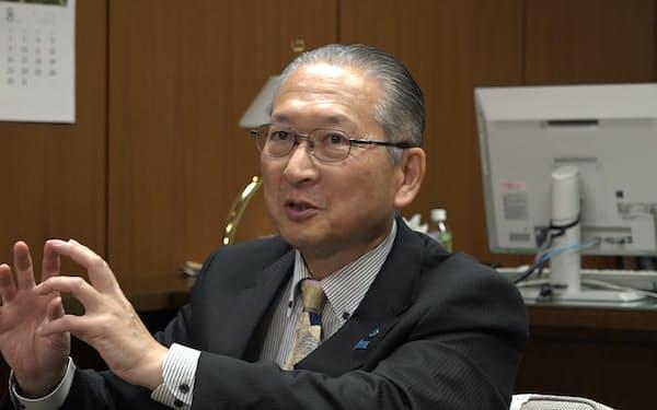 こうづ・りきお 1979年新日本製鉄(現新日鉄住金)入社。新日鉄労連会長,基幹労連委員長などを歴任。2013年10月より連合事務局長,15年19月から現職。61歳