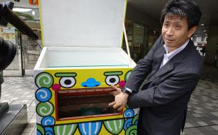 KDDIの原田圭悟ビジネスIoT企画部長とIoTゴミ箱