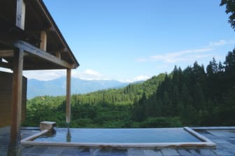 仕事が忙しいときほど、こんな絶景の温泉へすぐ出かけたい