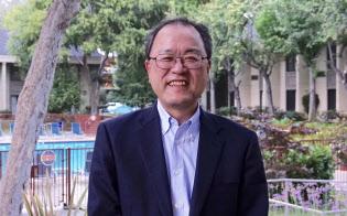 新iPhone発表会場の近くで、新料金施策について語ったKDDIの田中孝司社長