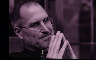 新製品発表会に登壇した米アップルのティム・クックCEO