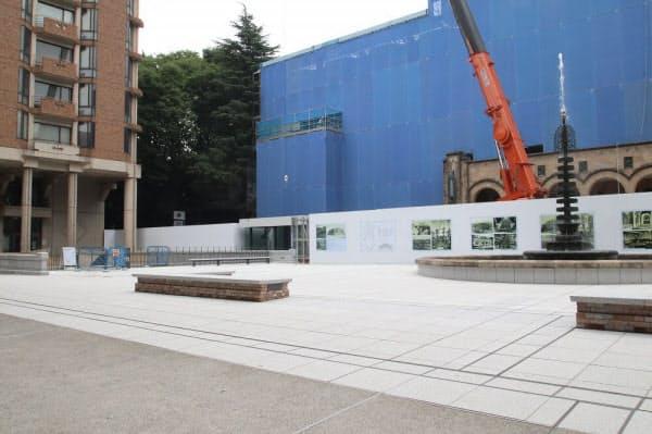 総合図書館前の広場(写真:日経アーキテクチュア)