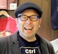 1963年東京都墨田区生まれ。国産Tシャツメーカー久米繊維工業の三代目会長。明治大学商学部「ベンチャービジネス論」講師、多摩大学経営情報学部「SNS論」客員教授