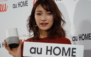 au HOMEの発表会にゲストで参加した後藤真希さん。音声操作が「とても便利」と語っていた