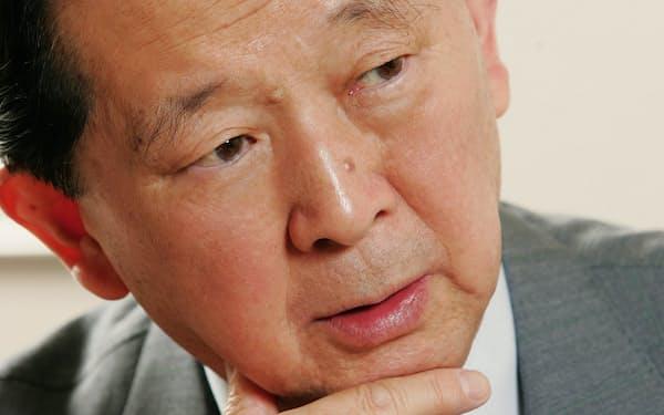 堤清二氏                                                       1927(昭和2)年、東京都出身。東京大学卒業後、父親で衆議院議長だった堤康次郎の政治秘書を経験。54年に西武百貨店入社、66年に同社社長。91年グループ代表を退く。経営者時代から、辻井喬のペンネームで詩集、小説などを多数執筆。2013年に86歳で死去。                                                       (写真:村田和聡)