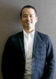 1997年慶応大総合政策学部卒、ソフトバンク入社。2000年ネットプライス(現BEENOS)社長、同社を上場に導く。15年シンガポールを拠点に起業家支援のBEENEXT設立