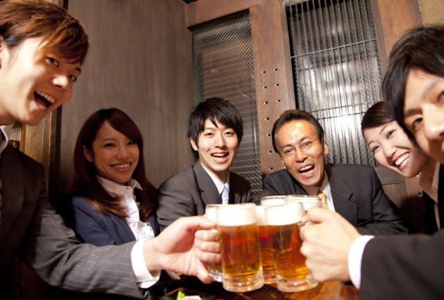今の時期、連日飲み会という方も多いだろう。できるだけ健康的に飲めるといいものだが、どうすればいいのだろうか(c)PaylessImages -123rf