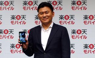 楽天モバイルを発表する楽天の三木谷浩史会長兼社長