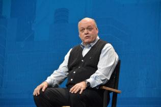 基調講演に登壇したフォード・モーター社長兼最高経営責任者(CEO)であるジム・ハケット氏