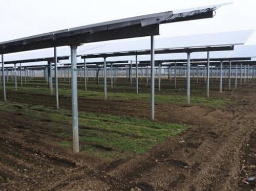 ソーラーシェアリングの例。つくば市で上海電力日本が運営する「SJソーラーつくば発電所」