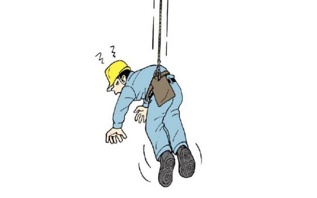 従来型の安全帯では、墜落時に身体が「くの字」となり、腹部などが圧迫される恐れがある(出所:建設業労働災害防止協会)