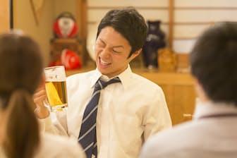 急性アルコール中毒で救急搬送される人は、20代が群を抜いて多い。ご注意を。写真はイメージ=PIXTA