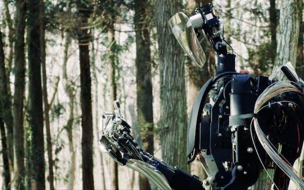 メルティンMMIが発表した「MELTANT-α」。人の手の動きを忠実に再現でき、遠隔操作が可能なアバターロボットだ