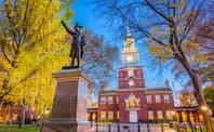 英国や欧州で迫害された新教徒は北米植民地に理想郷を夢見た(フィラデルフィアの独立記念館)